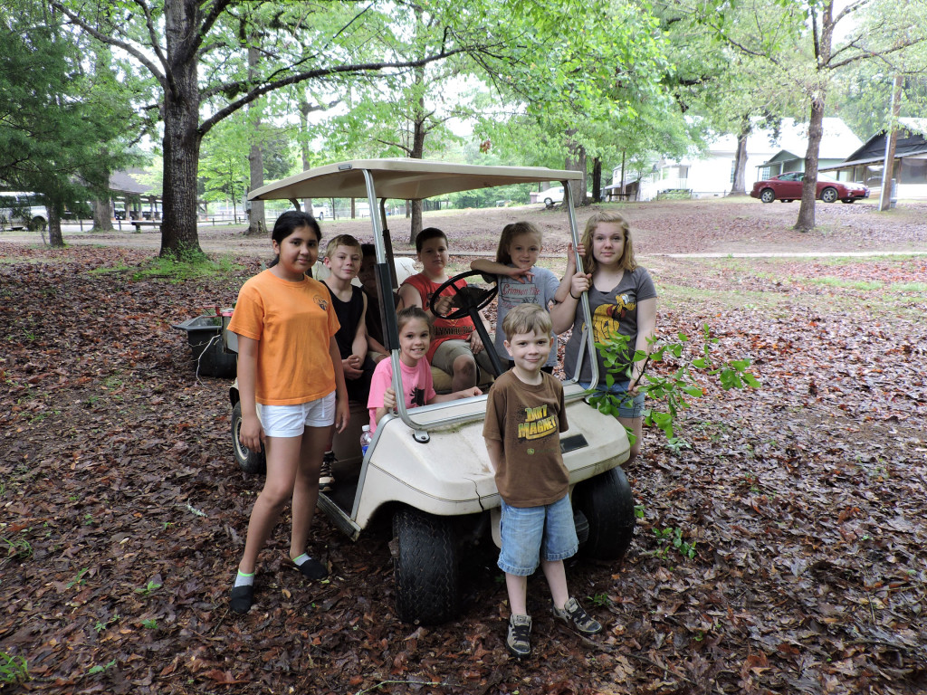 Kids-in-golf-cart